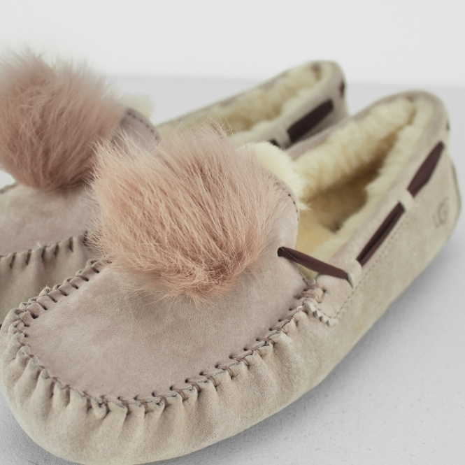 3d3cce6d591 UGG DAKOTA POM POM Ladies Moccasin Slippers Dusk
